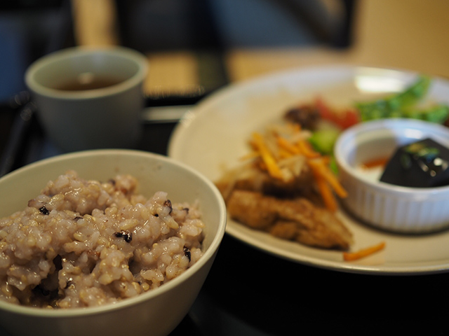 こちら、出雲の参拝の後に連れて行っていただいたベジタリアンカフェでの朝食。 大変美味しゅうございました。